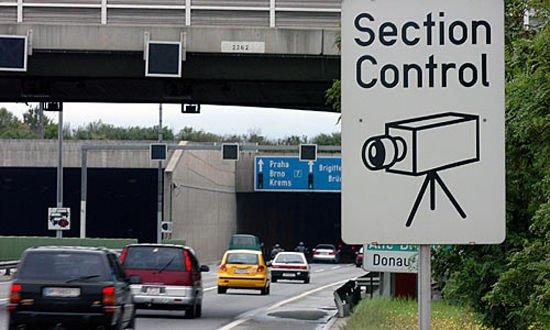 Európa eddigi leghosszabb szakaszos sebesség-ellenőrző rendszerét Ausztriában telepítették, ideiglenesen, egy felújítás alatt álló autópályán. 13 km hosszan mérte a járműveket