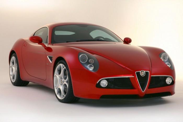 Szintén Ferrari-motor dolgozik a 450 lóerős Alfa Romeo 8C Competizione modellben