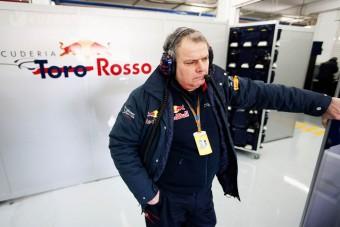 F1: Nem igazolt riválishoz a Toro Rosso-főnök