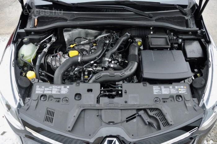A Clio 898 köbcentis turbómotorja a Daciákba is bekerült. Maximális nyomatéka 135 Nm, már 2500-on