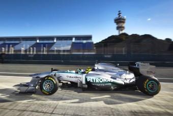 F1: Pályán az új Mercedes