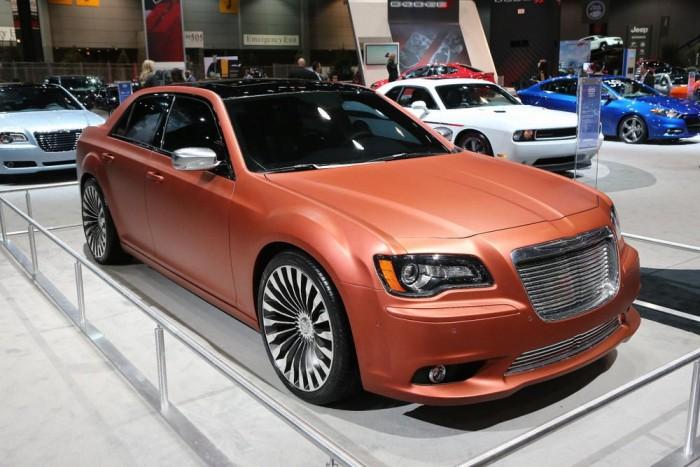 Turbina: Nem, ezt a Chrysler 300S-t nem gázturbina hajtja, de a gyár valamiért úgy gondolta, ezzel emlékezik meg arról a '67-es tanulmányautóról, amit viszont igen. A galériában megmutatjuk.