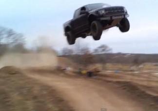 Repül a nehéz Ford!