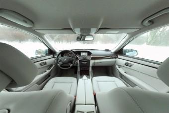 Ilyen egy hibrid Mercedes belülről