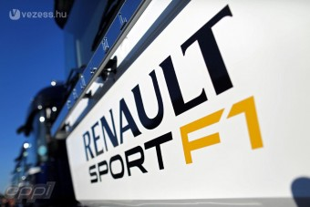 F1: A Renault a jelenre is gondol