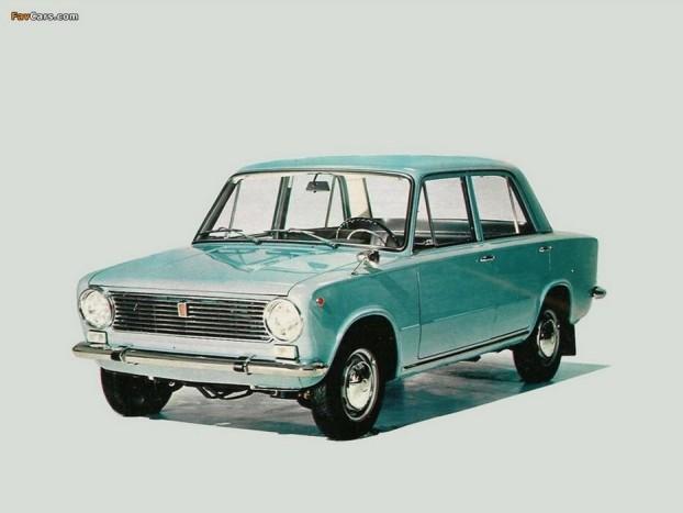 1967 Fiat 124. Ismét egy hátsókerék-hajtású, hagyományos felépítésű típus, de a mendemondák szerint ennek kellett nyernie, mert a tömeges autógyártásba fogó szovjetek csak Év Autóját szerették volna gyártani és titkon egy olasz modellt szerettek volna, mert Olaszországban akkor előretörőben voltak a baloldali pártok. Vagy igaz, vagy nem, mindenesetre a Fiat 124 volt az alapja minden Zsigulinak és Ladának
