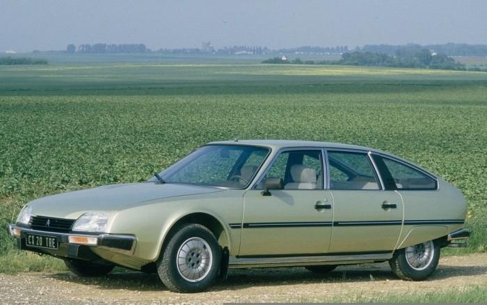 1985 Citroen CX. Tágas, kényelmes autó hidropneumatikus rugózással, elsőkerék-hajtással, és űrkomp szerű megjelenéssel. Az akkori Ford Granadák, Opel Rekordok és társaik mellett teljesen előremutatónak hatott, de azért lehet, hogy elődjének, a DS-nek az érdemeit is nála írták jóvá a zsűritagok. A CX a VW Golf előtt nyert 326 ponttal 261 ellenében...