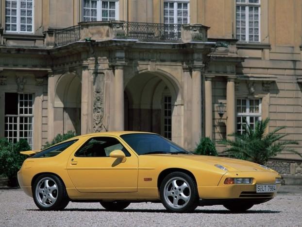 1978 Porsche 928. Sem előtte sem utána sportkocsi nem nyert Év Autója díjat. A 928-as kivételes sikerét annak tudták be, hogy a zsűribe meghívtak amerikai újságírókat is. Akik kicsit másképp nézték az autókat, mint európai kollégáik. Az amerikai, európai és japán Év Autói között azóta sincs összhang. Más piacok, más szokások.