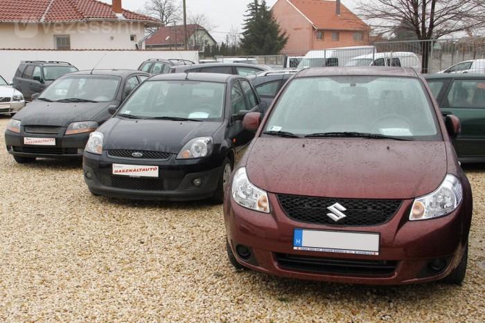 Nagyon elterjedt kisautó a Fiesta. Kombi híján családi autónak a tágasabb Fusiont érdemes megvenni helyette