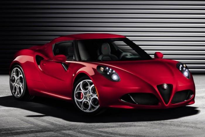 Szerkezete szénszálas kompozitok és alumínium felhasználásával készült, motorblokkja teljes egészében könnyűfém építésű, és a hátsó kerekeket hajtja. Középen elhelyezett motorja minden egyes lóerejére kevesebb mint 4 kiló jut: a négy méter alatti 4C-val saját jövőjét válthatja meg az Alfa Romeo
