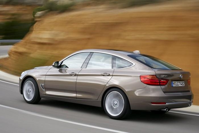 Pontosan húsz centiméterrel hosszabb az új GT az eleve méretes Touring kombiverziónál: 4824 mm-es hosszával és 2920 mm-es tengelytávjával egyenesen a BMW 5 felségterületére merészkedik a 3-as széria ferdehátú kivitele, amely a BMW 5 Gran Turismo mintájára buszlimuzinos értékekkel ruházza fel az alapmodellt.