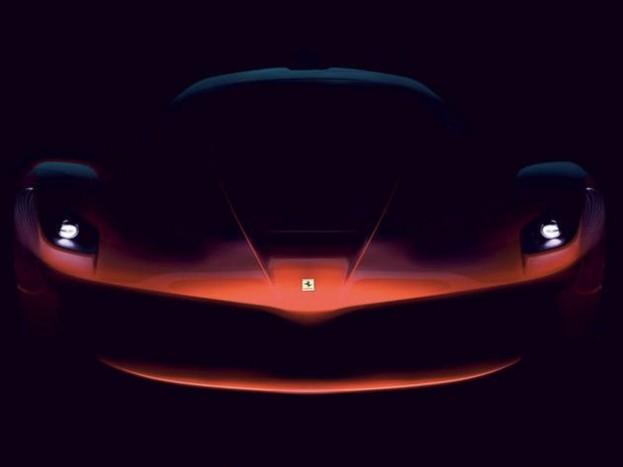 Genfben megtudjuk, hogyan is fest a Ferrari, egymillió eurós szuperautója. Bár aki venni akar, az könnyen lehet, hogy már elkésett: Sergio Marchionne, a Fiat-Chrysler csoport ügyvezetője nemrégiben egy rendezvényen elkottyintotta, hogy a limitált szériában gyártott modellt már kiárusították.