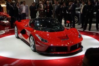 Nem jut mindenkinek 400 milliós Ferrari