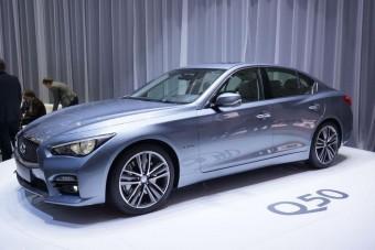 Itt az első Mercedes-motoros Infiniti