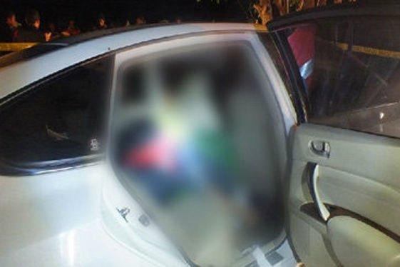 A hátsó ülés alatt volt a test. Narancssárga műanyag zsákba rejtették; a fekete jobb lett volna.