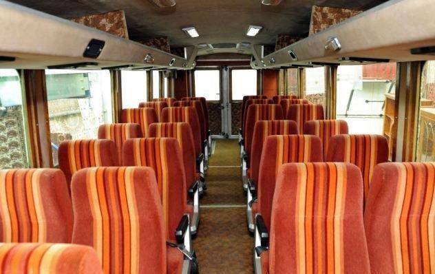 A 27 üléssel rendelkező jármű összesen 35 személy szállítására képes