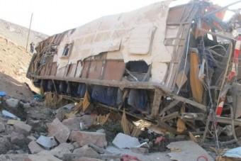 Kétszáz métert zuhant a busz, 14 halott