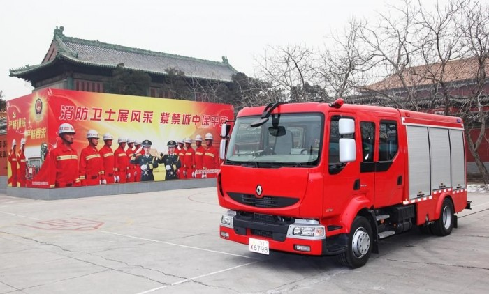 A Midlumot már legalább 10 éve jól ismerik Kínában, azonban ezek az első tűzoltóautók, melyeket a Tiltott Városba szállítottak
