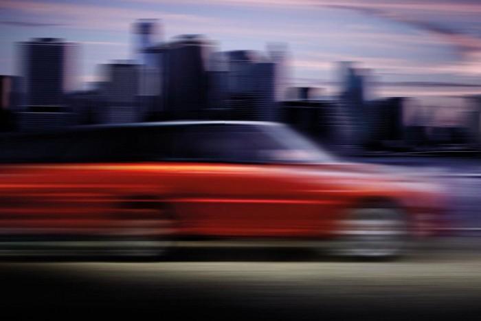 Hasznavehetetlen képekkel, de sokat mondó motorhanggal harangozza be két hét múlva debütáló újdonságát a Range Rover