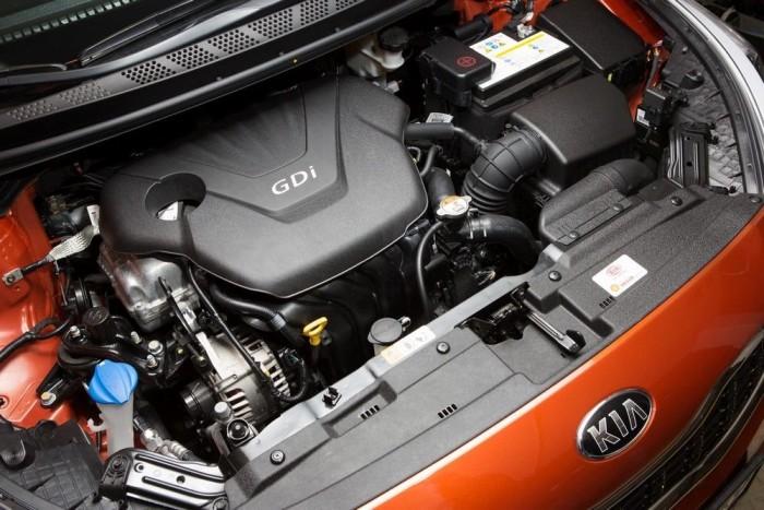 Kétféle benzinmotor választható, a 100 lóerős 1,4-es és a 135 lóerős, közvetlen befecskendezéses 1,6 GDI. Egyikkel sem túl sportos a Procee'd, a kisebbel 12,8, a nagyobbal 9,9 s a gyorsulás 0-100 km/h között. A végsebesség 182, illetve 195 km/h. Az 1,6-oshoz hatfokozatú, duplakuplungos, automatizált sebességváltóval is rendelhető, de nem túl gyors, és néha bizonytalakodik a száraz kuplungos szerkezet