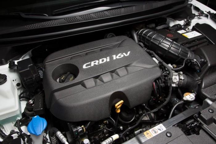 Hasonlóan az ötajtóshoz, a Procee'dhez is háromféle dízelmotor választható. A 90 lóerős 1,4-es, és az 1,6-os 110, illietve 128 lóerővel. Az utóbbihoz hatfokozatú automatát (hagyományosat) is lehet rendelni. A legfürgébb természetesen a 128 lóerős 1,6-os kézi sebességváltóval, a gyorsulása 0-100 km/h között 10,9 s. Ez a hajtáslánc is meghálálja, ha váltás után nem esik a fordulatszám 1700/perc alá. Kézi sebességváltóval mindhárom dízel 4 litert fogyaszt 100 km-en