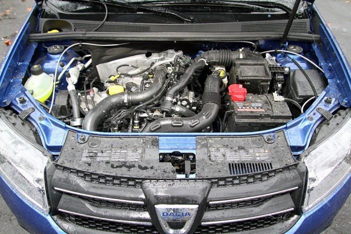A lényeg: apró turbós, benzinmotor a Dacia orrában