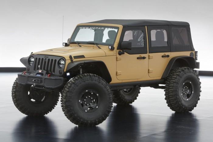 Jeep Wrangler Sand Trooper II from Mopar - A homokharcos egy tavaly őszi tanulmány második része. 40 colos terepgumik, 5.7 V8 Hemi blokk 375 lóerővel, elöl-hátul portálhidas futóművel. Lezárható gépházfedél, kurtított lökhárítók, terepvilágítás és okosan tolatókamera a fedélzeten.