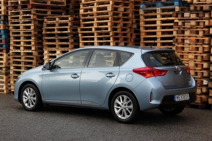 A Toyota új formanyelve éles és gonosz; már ilyen a Yaris, a Verso, a RAV4 és az Avensis is