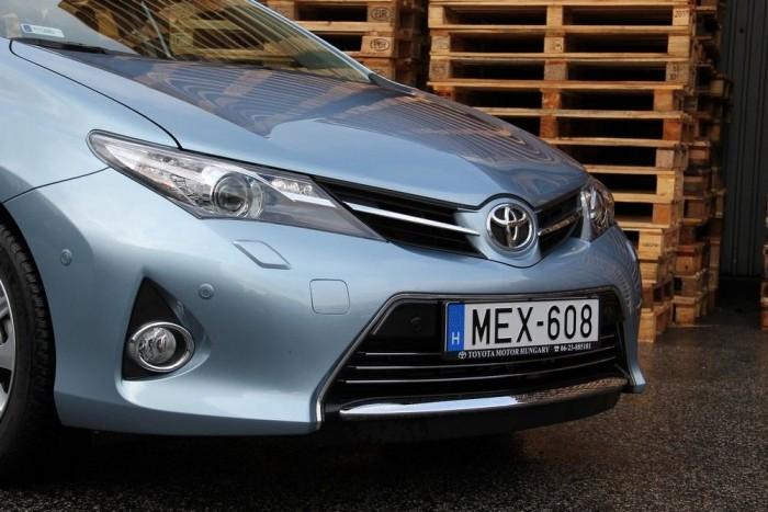 Az új Toyota egyenarc talán az Aurisnak áll a legjobban