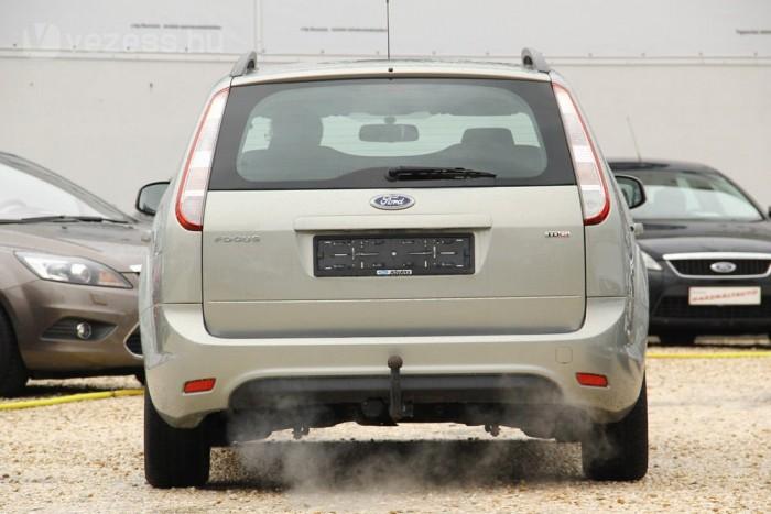 Ritkább az 1,8 TDCi, mint a PSA Peugeot Citroëntől vett 1,6-os. A kisebbikben sokkal olcsóbban cserélhető a vezérműszett