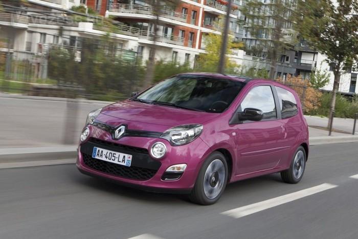 6. Renault Twingo 1,2 16V EcoDrive 75 LE, 4,5 l/100 km. Közel 10 százalékkal spórol jobban egy normál Twingónál az adószempontból CO2-érzékeny országokban árult változat. Az EcoDrive csomag nem merül ki hosszabb váltó-áttételekben: változó a szelepvezérlés és a gyorsabb bemelegedés érdekében eltérő a motor hőmenedzsmentje