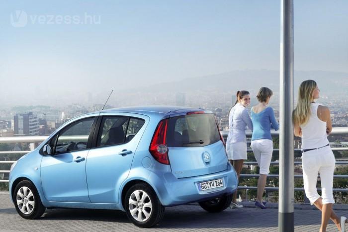 7. Opel Agila 1,0 EcoFlex, 69 LE 4,6 l/100 km. Az Esztergomban gyártott, de itthon nem kapható kiskocsi a toplistán általános stop-start rendszerrel tudta leszorítani a gyári fogyasztást. Az Agila és persze az ezres Splash erénye, hogy vegyes forgalomban nem kell megfeszülni ötliteres átlag eléréséhez, ami egész közel van a próbapadon mérthez