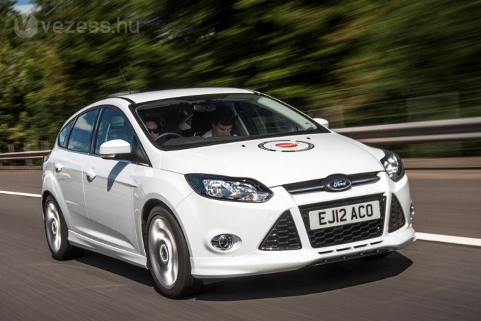 9. Ford Focus 1,0 GTDi EcoBoost 100 LE, 4,8 l/100 km. Azt olvastam, hogy a turbós háromhengerest takarékossága, ereje és járáskultúrája miatt még a VW-konszernen belül is etalonnak mondják, persze csak suttogva. Egyező fogyasztás: Toyota Yaris 1,0