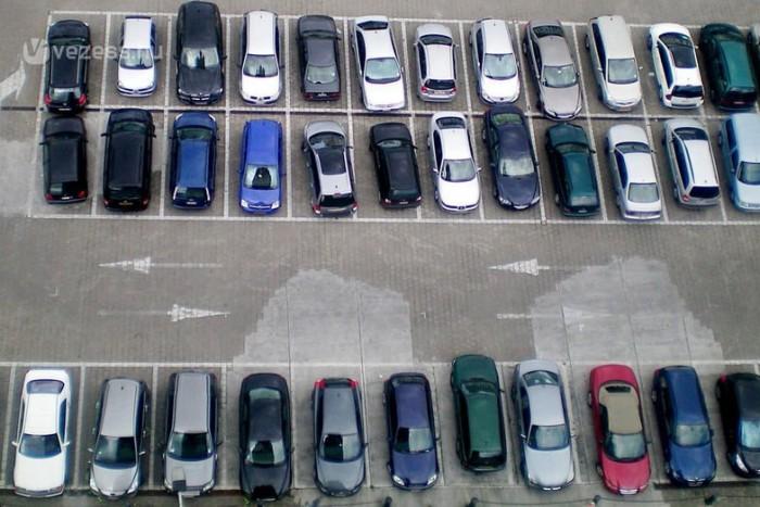 A lakótelepi és P+R parkolók terített asztalok a tolvajok számára. Na, de melyik kocsit kell félteni?
