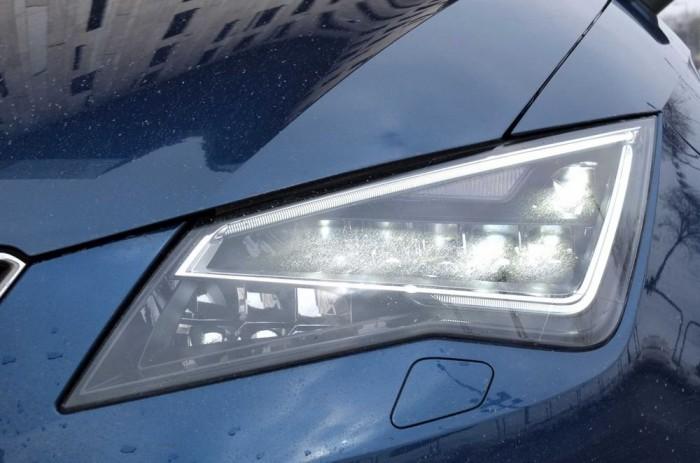 A kategóriában először kizárólag LED fényszórókból áll a lámpatest