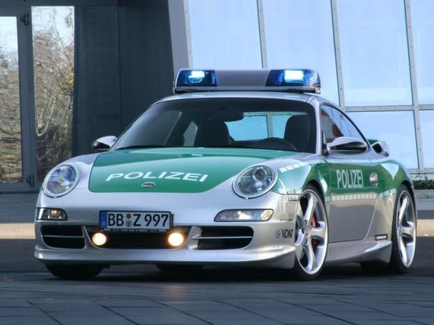 Importált Cobra 11. A német technika sosem lehet rossz választás, bár ha már álmodozunk, a képen látható generáció helyett a legújabb 991-es szériára kellene felszerelni a fényhidat