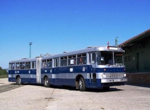 Az Ikarus 180-as három hónapon keresztül szombatonként szállítja az utasokat a Széll Kálmán tér és a szentendrei Városi Tömegközlekedési Múzeum között