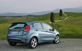 Utolsó pillanatban, olcsó autót bérel a magyar