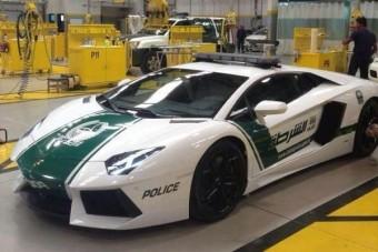 Aventadorral járőröznek a dubaji rendőrök