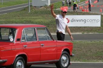 Zsiguliban versenyzett Button Magyarországon