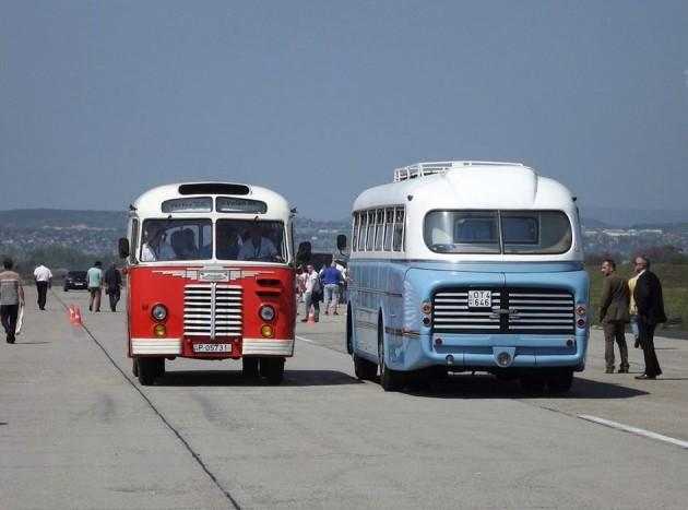 A látogatók kipróbálhatták a veterán járműveken való utazást