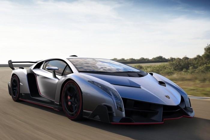 4 .Lamborghini Veneno. Az Edmonds.com szerint a három példányban gyártandó szupersportautó a fasizmus óta a legrosszabb dolog Itáliából. Ezt kellett megélnie Marcello Gandininek (a Miura, az Espada vagy a Countach designerének)