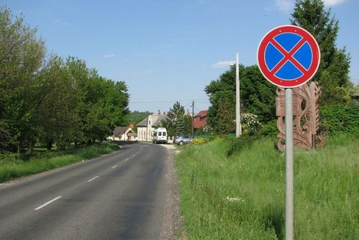 A Megállni tilosban ki-berakodó iskolabuszról leszálló gyerekeket el szabad ütni?