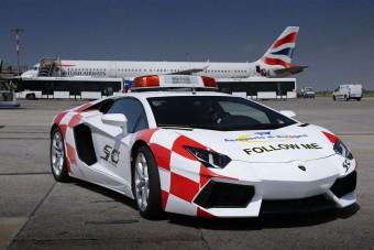 Kövess, ha bírsz: Lambo a repülőtéren