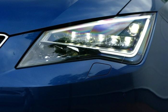 Xenon helyett LED-es fényszóró rendelhető, először a kompaktok között
