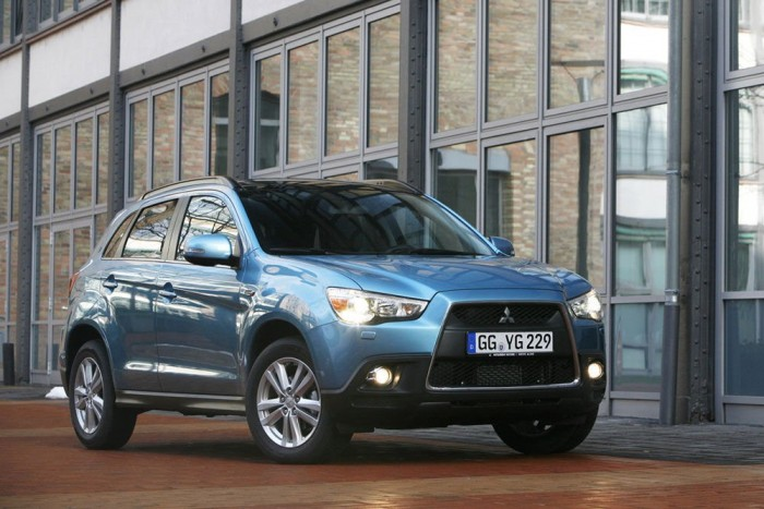 4. Mitsubishi ASX. Manapság a kis szabadidő-autók között bővül legjobban a piac Európában. Az előző Outlanderre épülő ASX illik korunkba, 5,8-10,5 milliós listaára miatt sajnos csak a nagy vízen túl