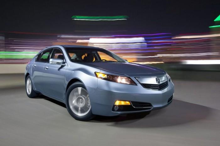 7. Acura TL. Egy nőnek elsődleges a biztonságérzet, amiben az is benne van, hogy számíthasson az autójára. Az Acura TL egy kimosakodott Honda Accord, amely évtizedek óta bizonyítja megbízhatóságát