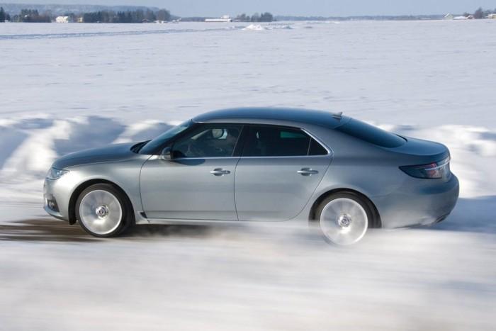 9. Saab 9-5. Stílusos és biztonságos, talán ezért van fent a 2011-es listán a csődbe ment Saab nagyautója. Ilyen szépen lehet tálalni egy Opel Insigniát