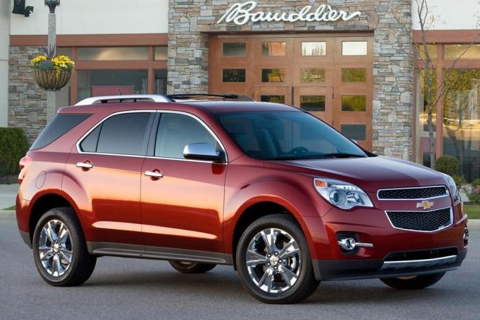 10. Chevrolet Equinox. A nőknek is fontos a biztonságérzet meg az összkerékhajtás, de környezetvédelmi és praktikus okokból is elutasítják a benzinzabáló monstrumokat. Az Equinox nem alvázas, így könnyebb és takarékosabb náluk