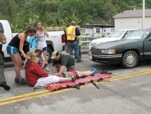 50 sérült - felvonulásba hajtott az autós